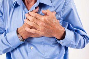 Ung thư phổi di căn vào xương thường gây đau tức vùng xương ngực.