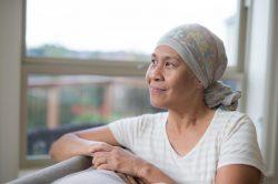 Bệnh nhân truyền hóa chất bị rụng tóc
