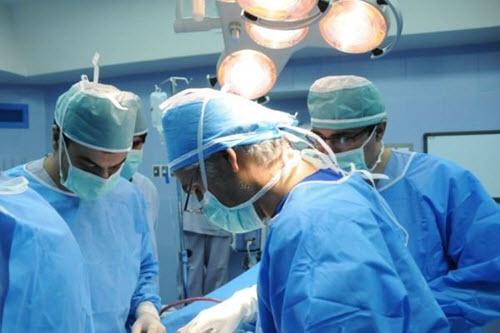 Phẫu thuật là phương pháp thường được sử dụng để điều trị ung thư dạ dày