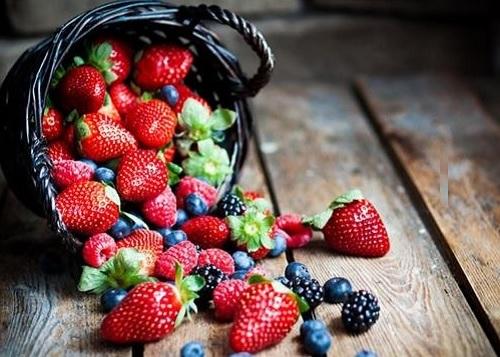 """Hoa quả giàu chất chống oxy hóa là đáp án cho câu hỏi """"ăn gì để ngăn ngừa ung thư cổ tử cung"""""""