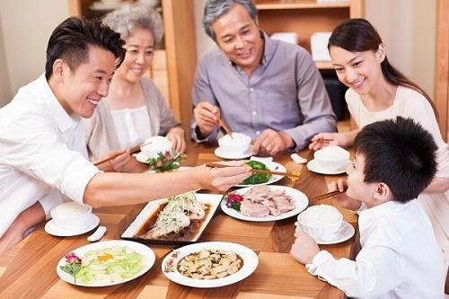 Bệnh ung thư có lây qua đường ăn uống hay không là thắc mắc của nhiều người