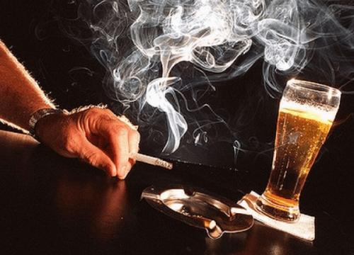 Rượu bia, hút thuốc là nguyên nhân chính gây nên bệnh ung thư lưỡi