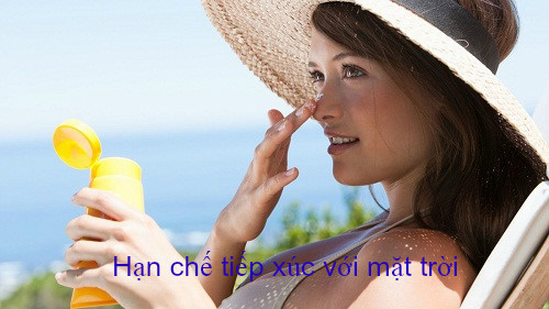 Tránh tiếp xúc với tia UV để ngăn ngừa triệu chứng ung thư da đầu