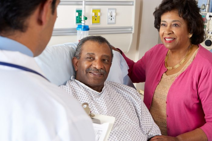 Kiểm tra sức khỏe bệnh nhân xơ gan thường xuyên để chăm sóc sức khỏe người bệnh