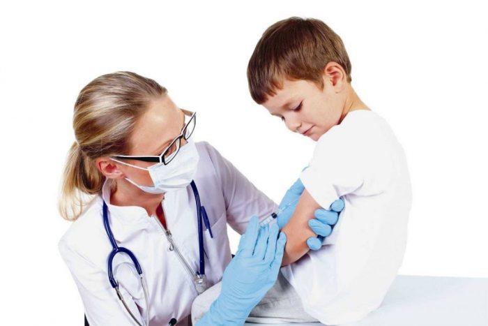 Cần tiêm phòng cho trẻ để phòng tránh