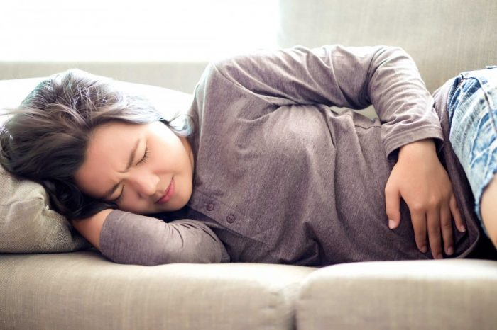 Đau quặn bụng là một biểu hiện của ung thư trực tràng
