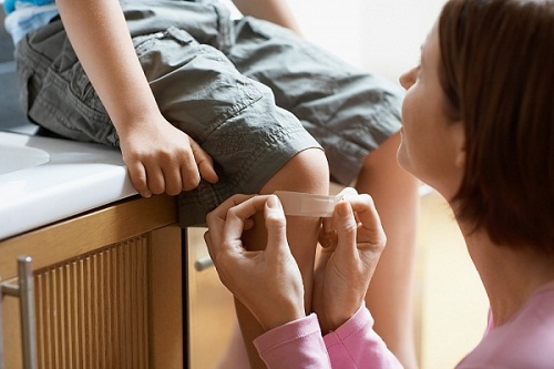 Đau khớp có thể là dấu hiệu ung thư máu ở trẻ em