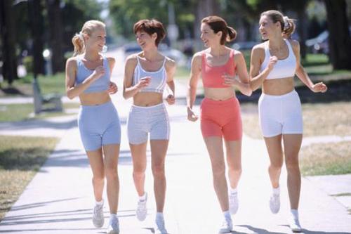 Thường xuyên tập thể dục để giữ gìn cơ thể luôn khỏe mạnh, tránh xa các căn bệnh ung thư