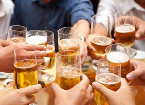 Uống nhiều bia rượu là nguyên nhân hàng đầu gây ung thư gan