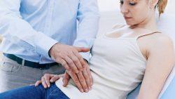 Khám phụ khoa được thực hiện trước khi tầm soát ung thư cổ tử cung