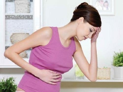 Phần bụng của bệnh nhân ung thư buồng trứng giai đoạn cuối thường bị trướng lên.