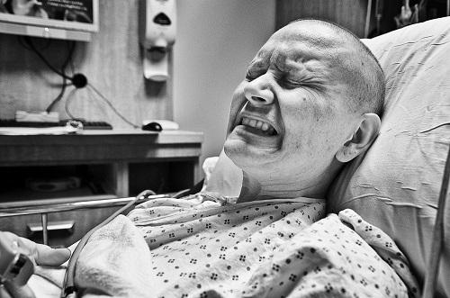 Bệnh nhân ung thư gan giai đoạn cuối phải chịu rất nhiều đau đớn.