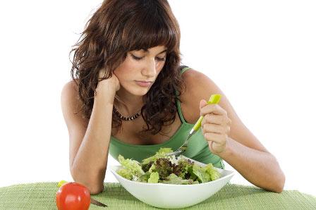 Khi có biểu hiện chán ăn, đầy bụng thì nên đến các cơ sở y tế.