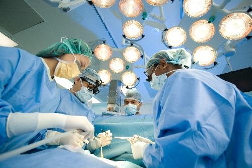 Phương pháp phẫu thuật được dùng để điều trị dứt điểm bệnh ung thư lưỡi.