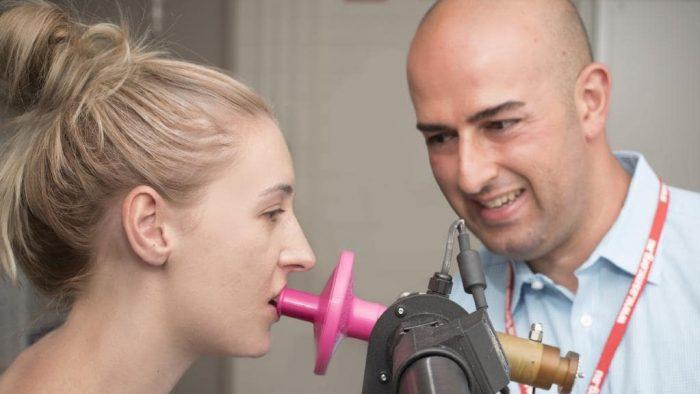 Đi khám bác sĩ thường xuyên để phát hiện bệnh ung thư lưỡi