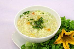 Bệnh nhân ung thư vòm họng nên ăn thức ăn mềm, lỏng như cháo, súp...
