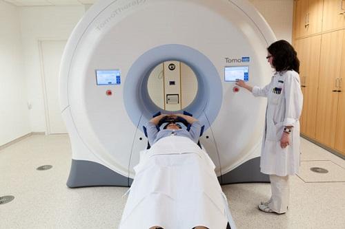 Xạ trị và hóa trị kết hợp có thể là một trong những phương pháp điều trị của bệnh.