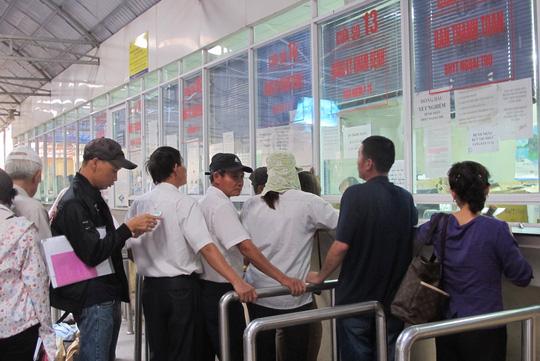 Bệnh nhân làm thủ tục khám chữa bệnh tại Bệnh viện K Hà Nội