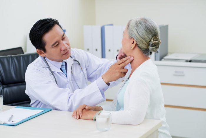 Quá trình khám bệnh tại bệnh viện ung bướu rất tận tình và hệ thống gồm nhiều các bác sĩ giỏi