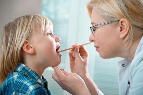 Bảo vệ tai, mũi, họng bằng cách khám bác sĩ thường xuyên