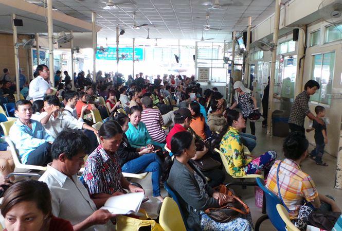 Bệnh nhân tới bệnh viện Ung bướu TP HCM để thăm khám và chữa bệnh