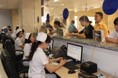 Khi khám bệnh tại Bệnh viện ung bướu cơ sở 2 Cần Thơ, tất cả bệnh nhân đều cần xếp hàng theo thứ tự.