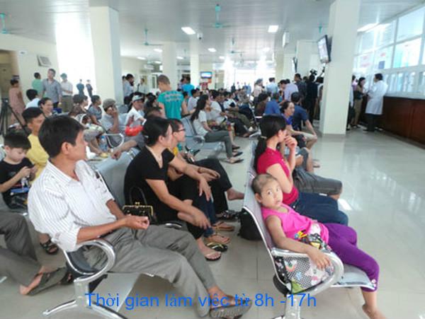 Bệnh nhân chờ thăm khám tại Bệnh viện Thanh Nhàn