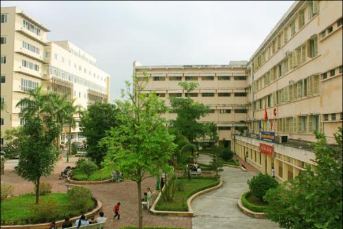 Khuôn viên Bệnh viện Ung bướu Hà Nội Thanh Nhàn