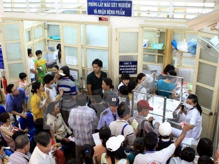 Số lượng bệnh nhân khám tại bệnh viện Ung bướu ngày một đông