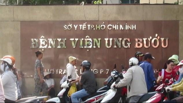 Cổng trước bệnh viện Ung bướu TP HCM