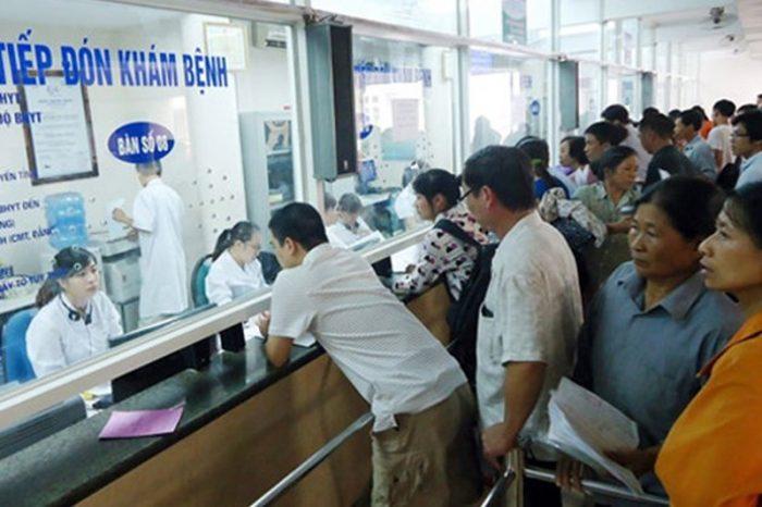 Người bệnh đăng ký khám dịch vụ tại bệnh viện ung bướu
