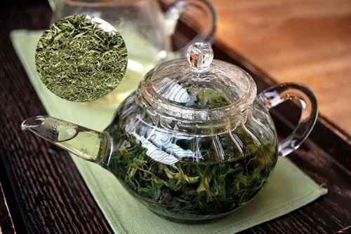 Ngải cứu khô có thể dùng hãm trà hỗ trợ điều trị nhiều bệnh lý