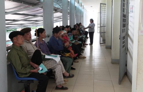 Bệnh viện Ung bướu TP Hồ Chí Minh khám cho cả các bệnh nhân bảo hiểm y tế và dịch vụ.