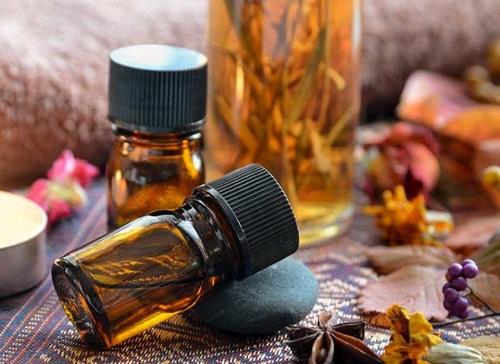 Tinh dầu đàn hương nguyên chất mua ở đâu và giá tinh dầu đàn hương
