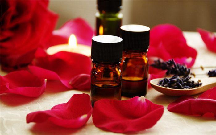Tinh dầu hồng có nhiều tác dụng trong làm đẹp da, chống lão hóa