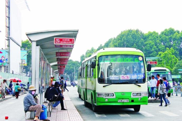Từ bến xe miền Đông đi bệnh viện Ung bướu nên đi bằng xe buýt để tiết kiệm