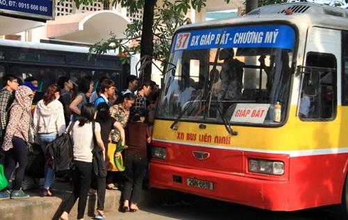 Xe bus đi qua bệnh viện K cơ sở 3