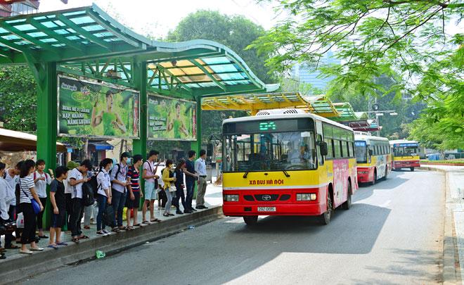 Xe bus qua bệnh viện ung bướu Hà Nội