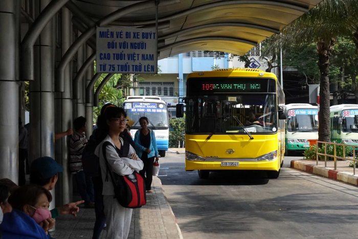 Các tuyến xe buýt đi qua bệnh viện Ung Bướu TPHCM từ các bến xe là điều thắc mắc của nhiều độc giả